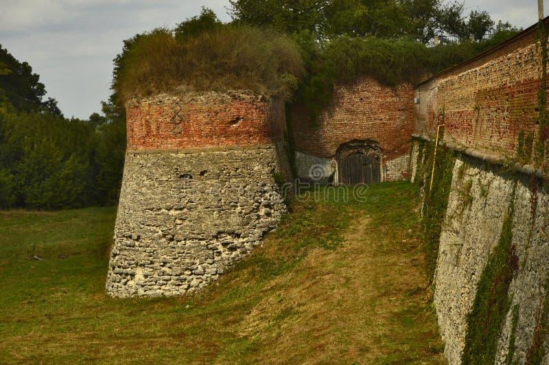 Bastião do castelo na cidade de Dubno, região de Rivne, Ucrânia fotos de stock