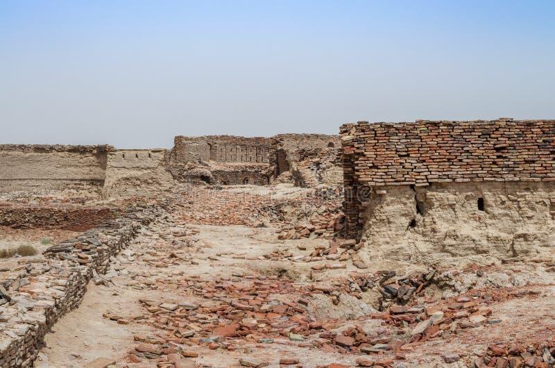 Bastiões de deterioração do forte Bahawalpur Paquistão de Derawar fotografia de stock