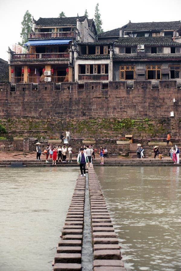 Bastion en de muur van de oude stad van Fenghuang stock foto
