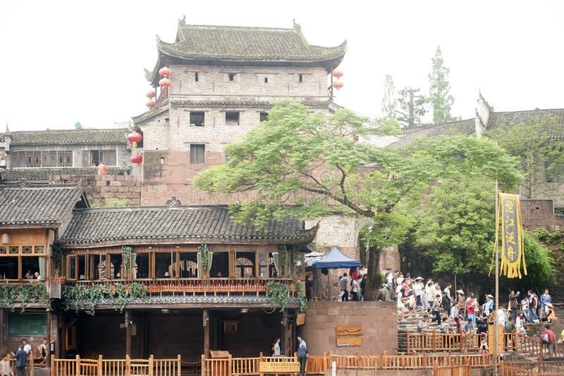 Bastion en de muur van de oude stad van Fenghuang stock afbeeldingen