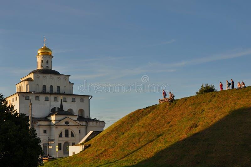 Bastione di Kozlov e dei cancelli dorati in Vladimir, Russia fotografia stock libera da diritti