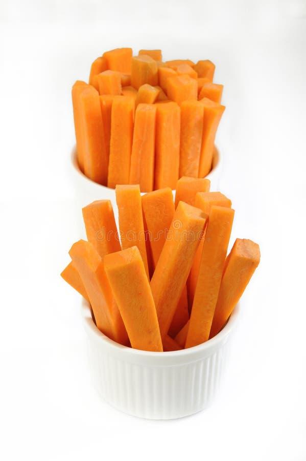 Bastoni di carote in ciotola fotografia stock libera da diritti