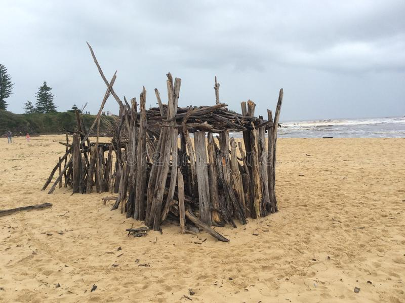 Bastoni sulla spiaggia immagini stock