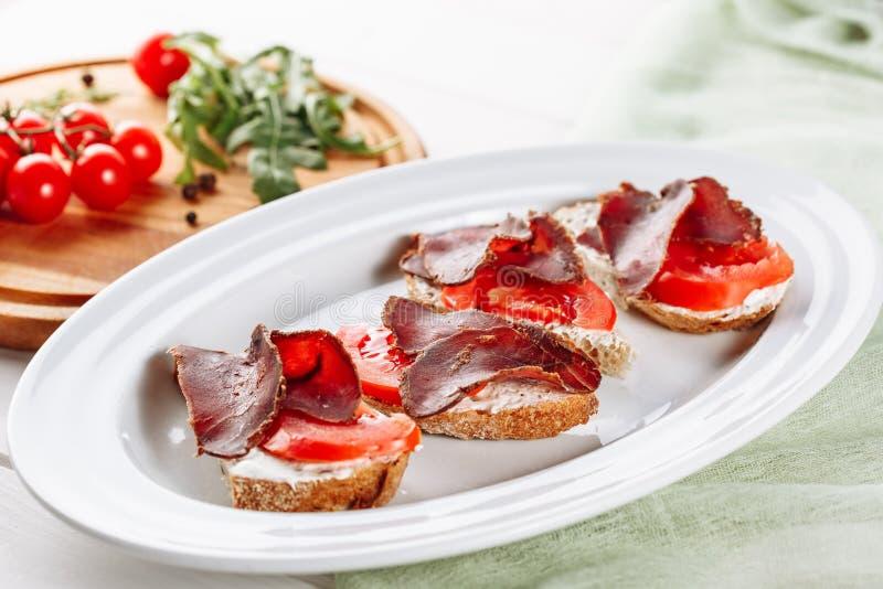 Basturma kanapki Chlebowej Włoskiej przekąski Boczny widok obrazy stock