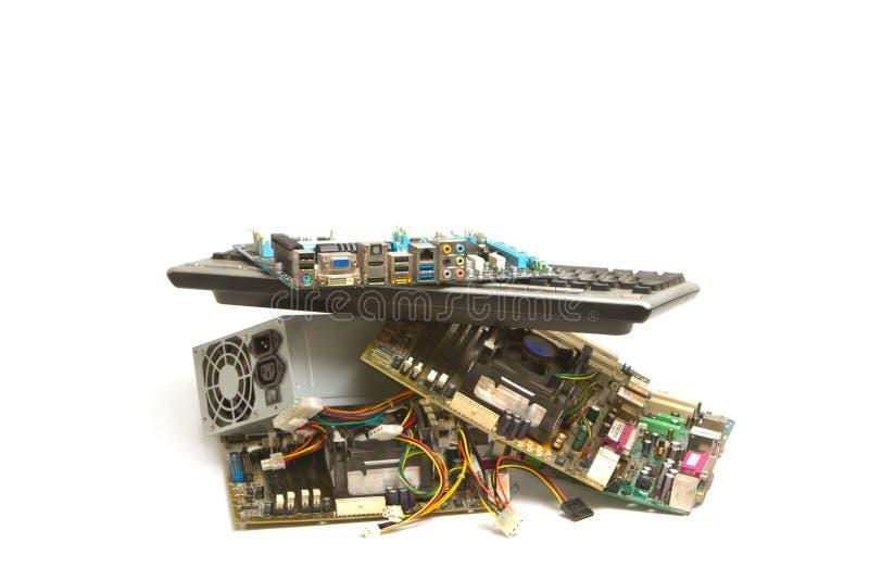 Basura electrónica y del ordenador de las piezas fotografía de archivo