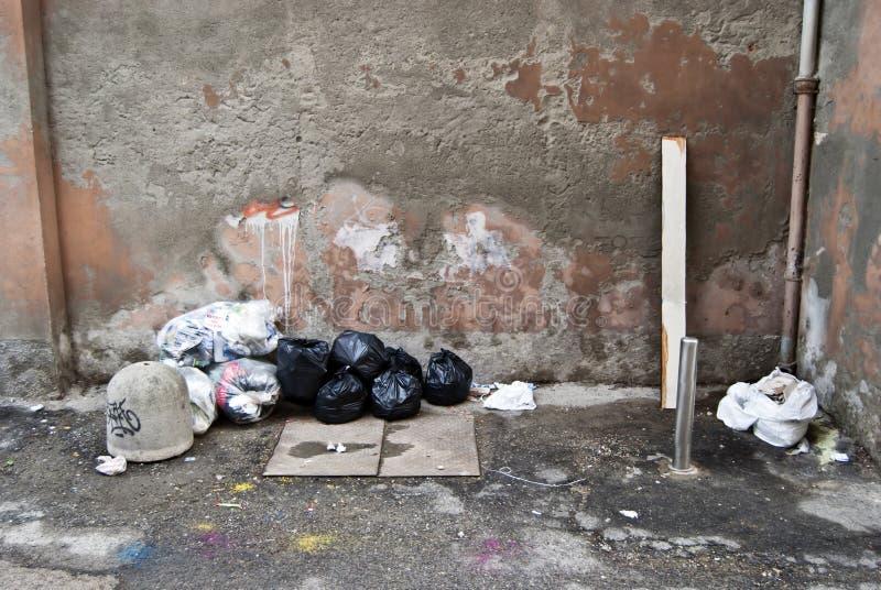 Basura en la calle fotografía de archivo