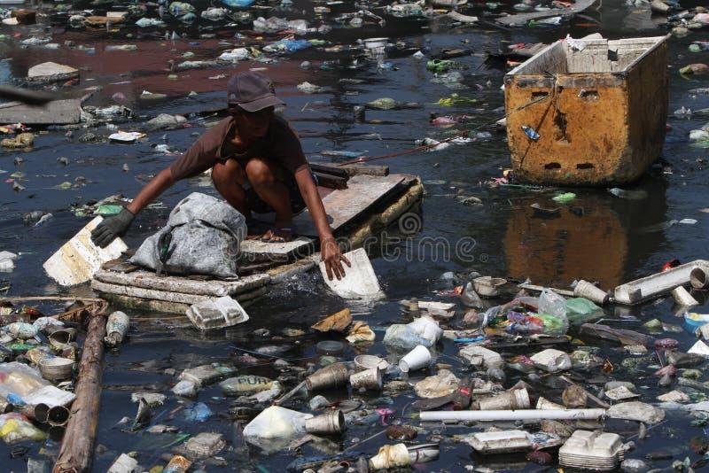 Basura plástica Manila Filipinas del día del agua del mundo imágenes de archivo libres de regalías