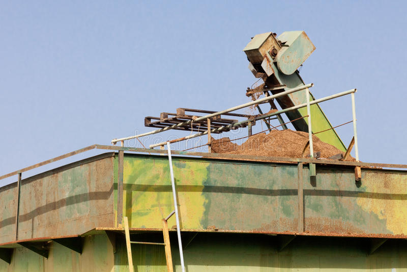 Basura verde oliva del molino: Orujo imagenes de archivo