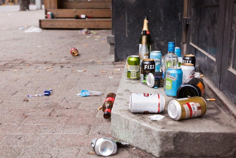 Basura y basura en la calle foto de archivo libre de regalías