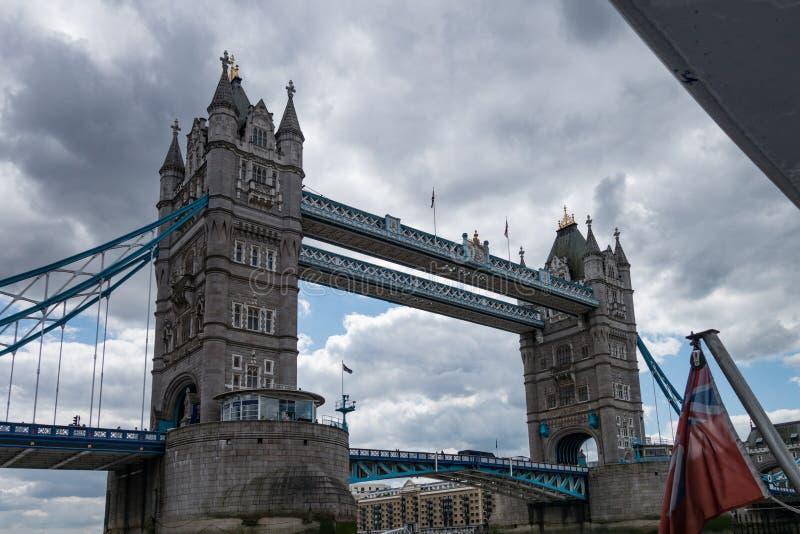 Basztowy Bridżowy Drawbridge w Londyn Anglia i Zjednoczone Królestwo fotografia stock
