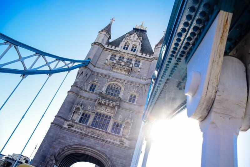 Basztowy most nad Rzecznym Thames blisko do wierza Londyn, Anglia, UK zdjęcie royalty free