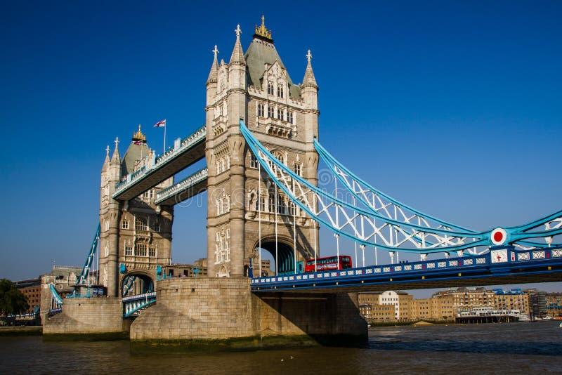 Basztowy most nad rzecznym Thames, Londyn, Anglia obraz stock