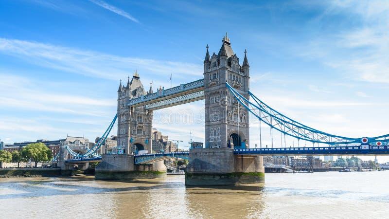 Basztowy most nad Rzecznym Thames, Londyn, UK, Anglia obraz stock