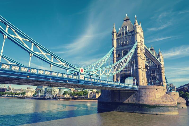 Basztowy most nad Rzecznym Thames, Londyn, UK, Anglia, rocznik zdjęcia stock