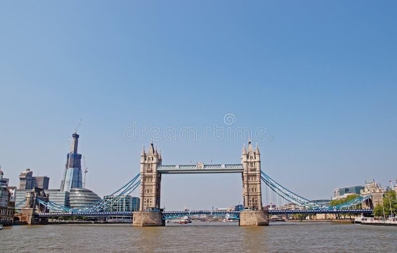Basztowy most nad Rzecznym Thames w Londyński UK obraz stock