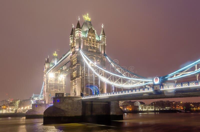 Basztowy most przy nocą, Londyn, UK obraz royalty free