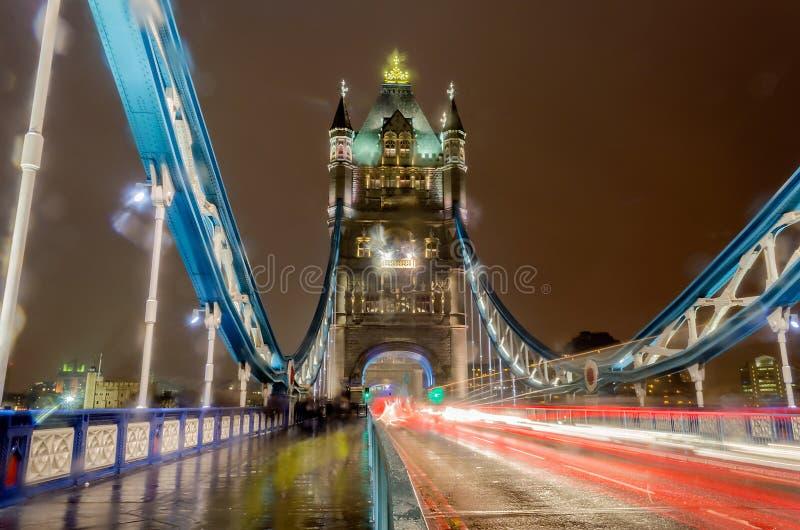 Basztowy most przy nocą, Londyn, UK fotografia royalty free