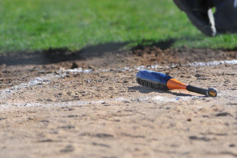 bat behind home left plate στοκ εικόνα με δικαίωμα ελεύθερης χρήσης