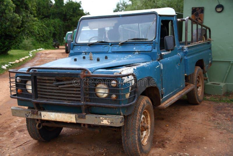 Bata acima Safari Truck idosa fotos de stock royalty free