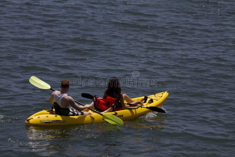 Bata o calor que Kayaking em Califórnia imagem de stock royalty free