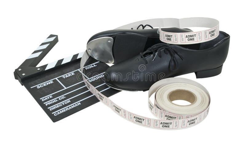 Bata sapatas com placa e bilhetes do filme imagens de stock