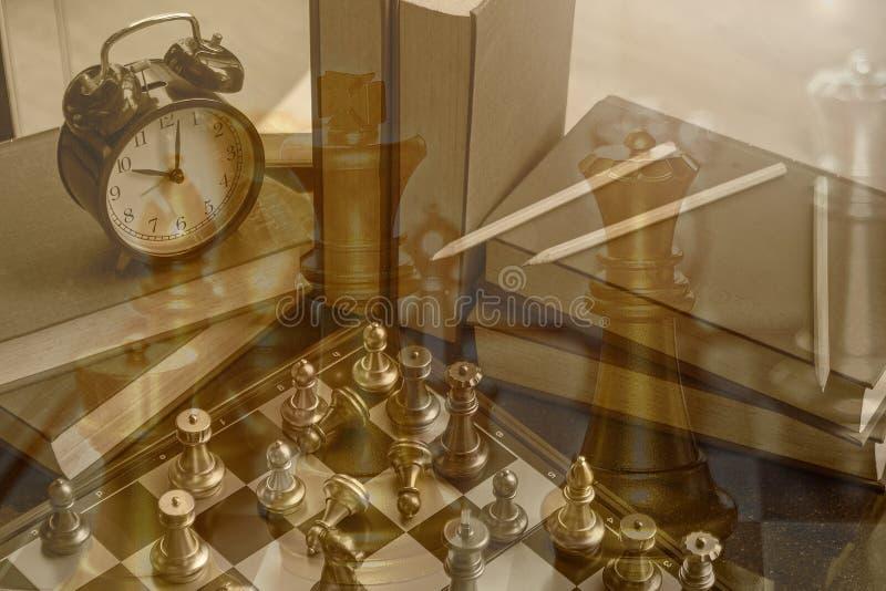 Bataille d'échecs de concurrence d'affaires pour la victoire financière où Th photos stock