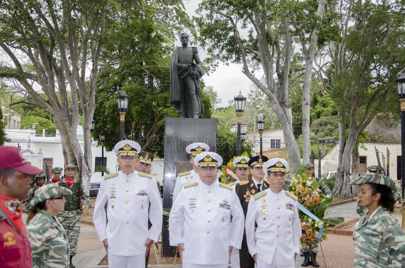 Bataille d'anniversaire de Carabobo avec une statue du général illustre dans le chef Simon Bolivar photo libre de droits