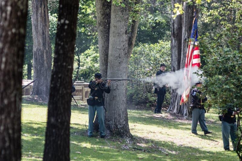 Bataille de soldats des syndicats dans les bois images libres de droits
