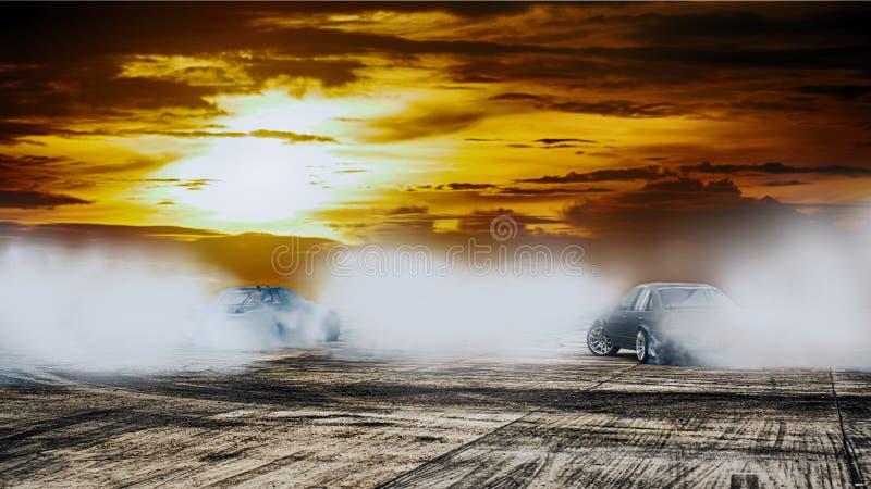 Bataille dramatique de dérive de voiture sur le circuit de voie de vitesse au coucher du soleil moteur image stock