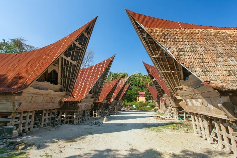 Batak domy na Samosir wyspie, jeziorny Toba zdjęcia stock