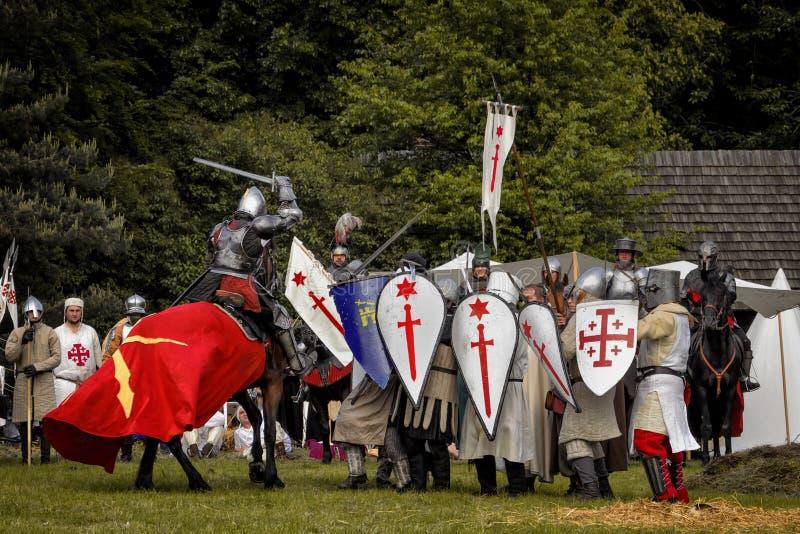 Batalha de cavaleiros medievais imagens de stock