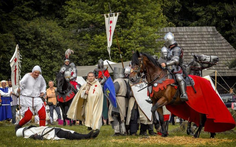 Batalha de cavaleiros medievais foto de stock