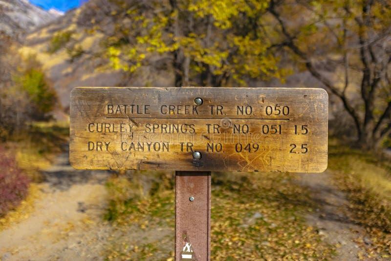 Batalistyczny zatoczki trailhead znak dla śladu zdjęcie royalty free