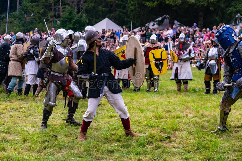 Batalla de los caballeros histórica El luchar con los sworts fotos de archivo