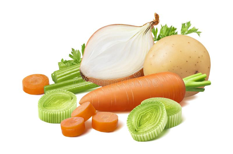Batata, alho francês, aipo, cenoura e cebola isolados sobre fundo branco fotos de stock