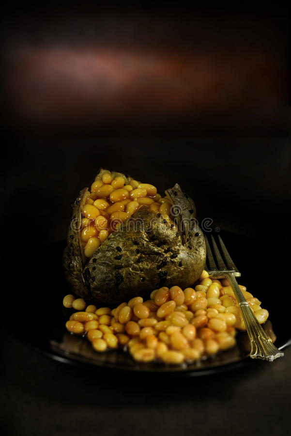 Batata com manteiga com feijões foto de stock royalty free