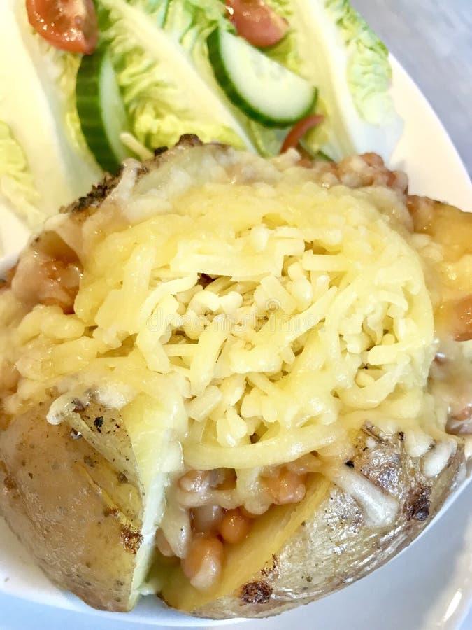 Batata com manteiga do tempo do almoço foto de stock