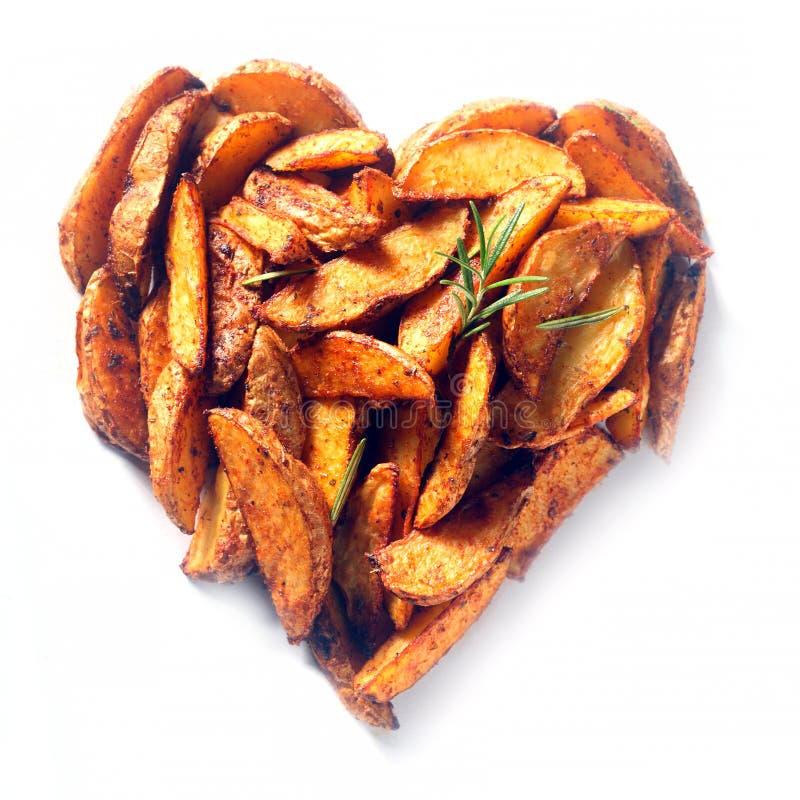 A batata ou a batata doce firmam em uma forma do coração fotos de stock royalty free