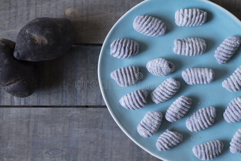 Batatas de Bluestar com gnocchi foto de stock