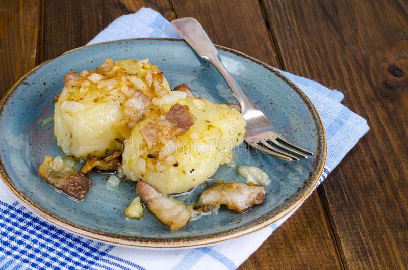 Batatas de Cepelinai com molho da carne foto de stock royalty free