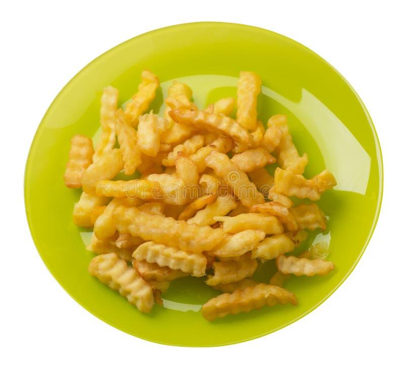 batatas fritas em uma placa isolada no fundo branco batatas fritas em uma opinião superior da placa Comida lixo imagem de stock royalty free