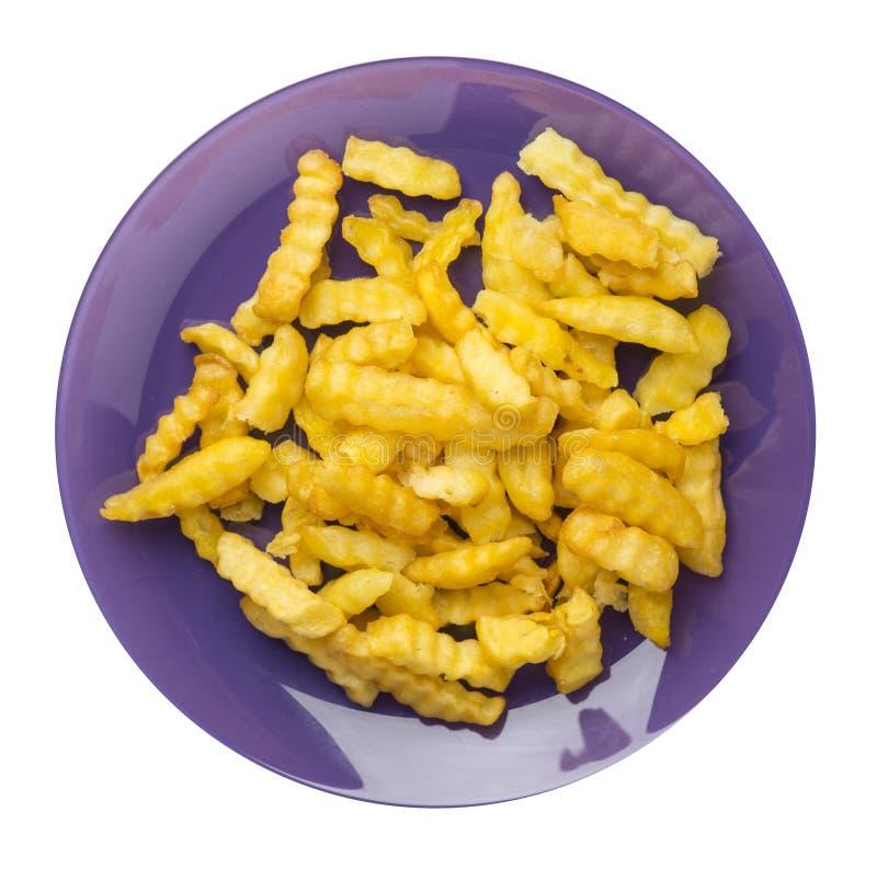 batatas fritas em uma placa isolada no fundo branco batatas fritas em uma opinião superior da placa Comida lixo fotos de stock royalty free