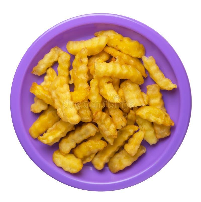 batatas fritas em uma placa isolada no fundo branco batatas fritas em uma opinião superior da placa Comida lixo imagem de stock