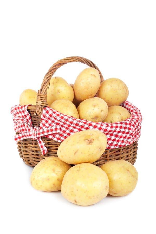 Batatas na cesta fotos de stock royalty free