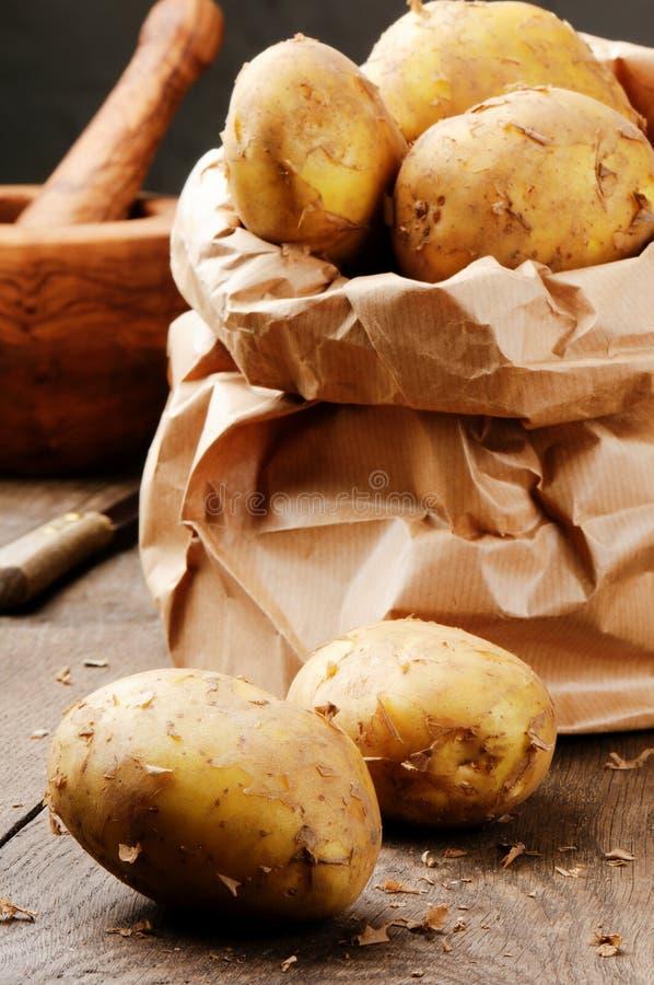 Batatas orgânicas frescas imagem de stock royalty free