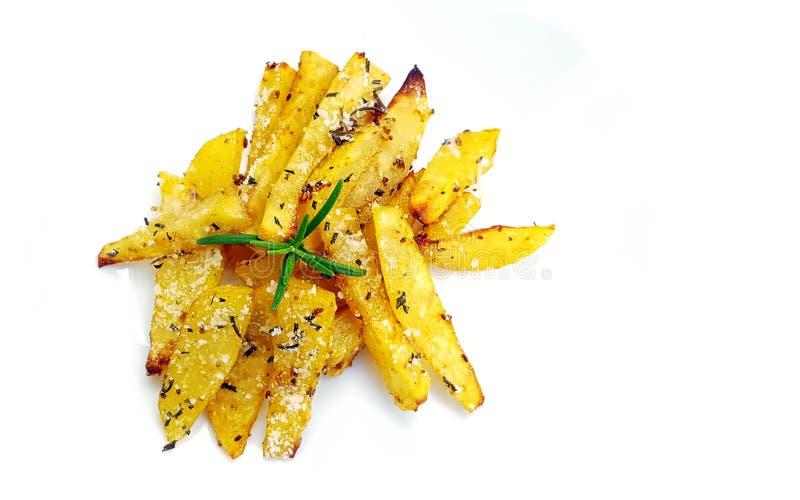 Batatas Roasted com alecrins no branco fotografia de stock