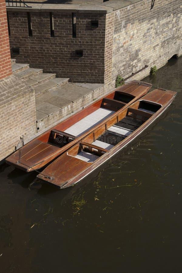 Bateas en el mojón del río, Cambridge foto de archivo libre de regalías