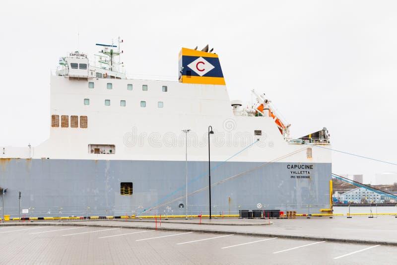 Bateau à cargaison, capucine, amarré à Bodo, Norvège photographie stock libre de droits
