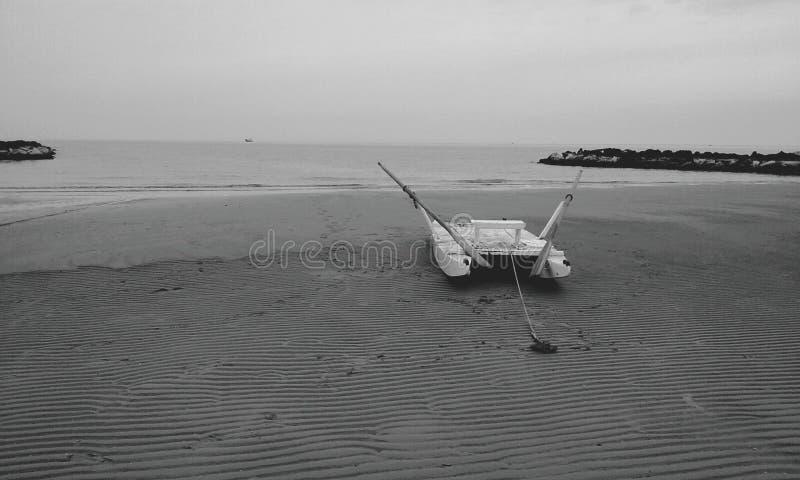 Bateau à la mer photos stock