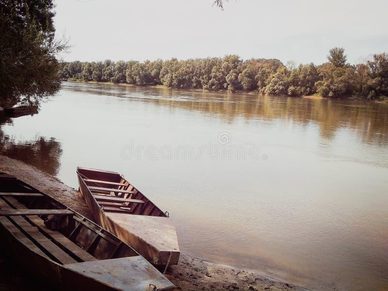 Bateau à la rivière de la Drave photo libre de droits